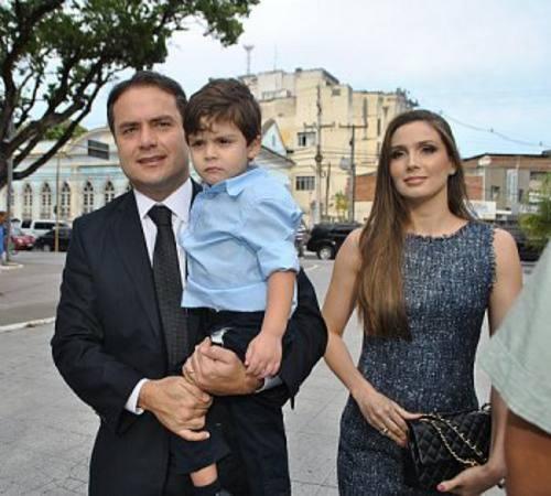 Renan Filho,m esposa e filho/Divulgação