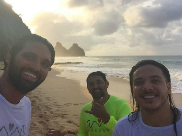 Wesley ao lado de Tuca Noronha na Praia do Bode. Crédito: Reprodução Instagram