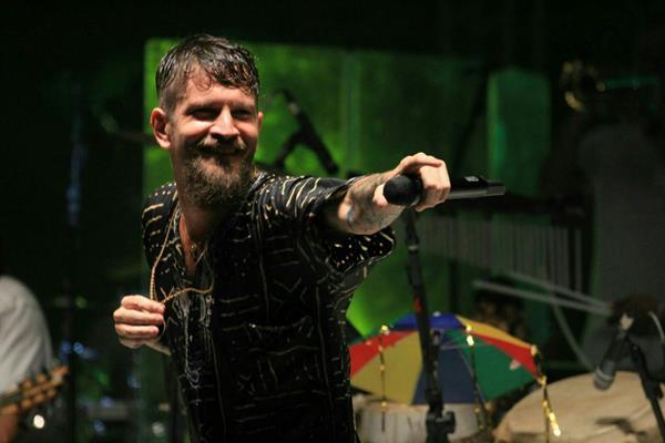 Saulo cantou seus sucessos no palco do festival - Crédito: Luiz Fabiano/Divulgação