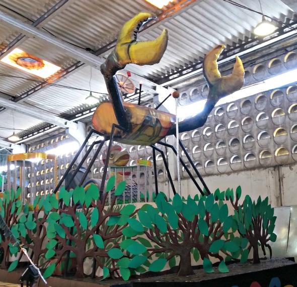 O caranguejo de metal no carro Maguebeat - Crédito: Marília Gouveia/DP