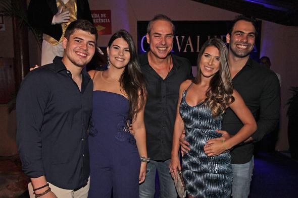 João Marinho com os filhos Teto e Maria Paula, a nora e o genro. Crédito: Roberto Ramos / DP