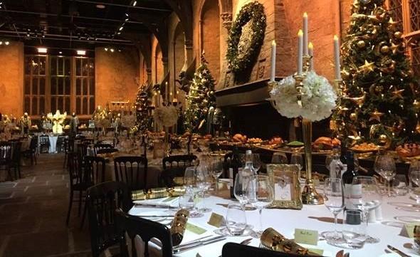 Jantar será oferecido no Salão Comunal de Hogwarts - Crédito: Reprodução/Facebook