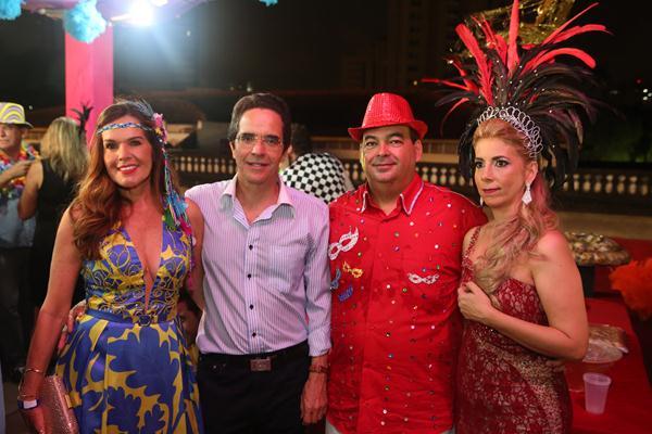 Patricia e Mauricio Rands com Jorge Luis Gil Rodrigues e Tatiana - Crédito: Hesíodo Goes/Esp. DP