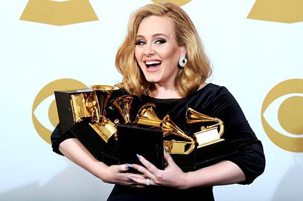 Adele teve mais de 14 milhões de cópias de seu novo álbum vendidas - Crédito: Reprodução/Twitter