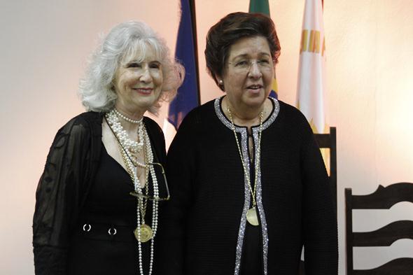 Fátima Quintas passou a presidência da APL para Margarida Cantarelli. Crédito: Ricardo Fernandes / DP