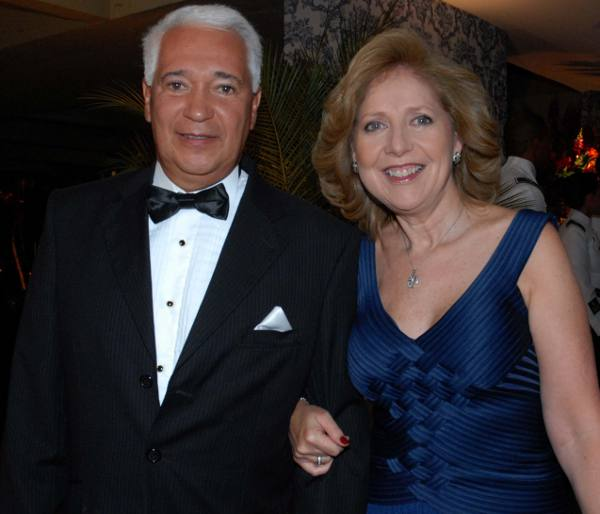casal Luiz Jorge e a embaixadora Liliana Ayalde/Divulgação
