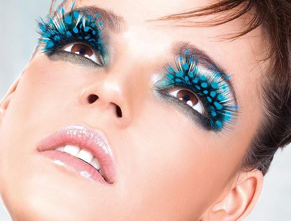 Opções de glitter, sombras, batons e cílios estarão disponíveis no Carvalheira na Ladeira - Crédito; Divulgação