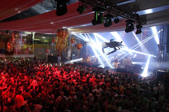Show da Nação Zumbi animou o Clube Português - Crédito: Nando Chiappetta/DP - BLOG JA