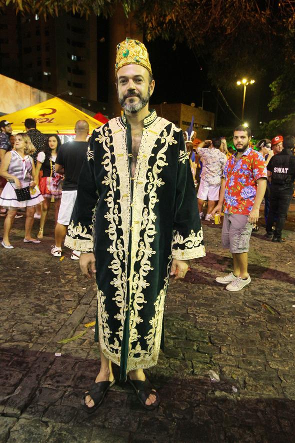 Paulo Henrique Barros caprichou na túnica árabe - Crédito: Nando Chiappetta/DP - BLOG JA