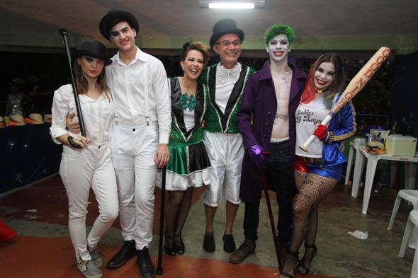 Crédito: Nando Chiappetta/DP - BLOG JA - Baile do Siri Nata, no Clube Portugues com show de Nacao Zumbi.na foto - a familia de Claudio e Ana Karina Marinho