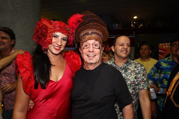 A primeira-dama Luiza Henry ao lado do arquiteto Carlos Augusto Lira, responsável pela decoração do baile - Crédito: Paulo Paiva/DP