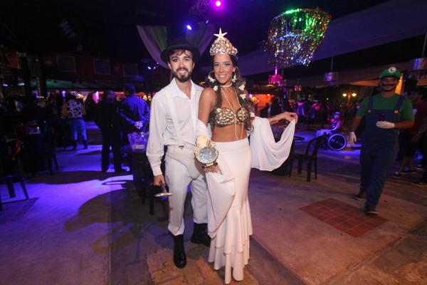 30/01/16. Credito: Peu Ricardo/Esp. DP - Blog Joao Alberto - Na foto, Rafael Lobo e Renata Barroca - Pauta: Carvalheira Fantasy 2016