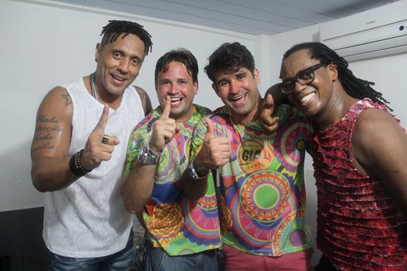 Carlos Eduardo Absalão e Nilson Júnior com AraKetu Credito: Marília Simas
