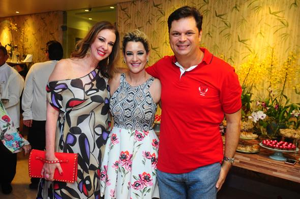 Sophia Lins, Sandra Janguiê e Drayton Nejaim - Crédito; Armando Artoni/Divulgação
