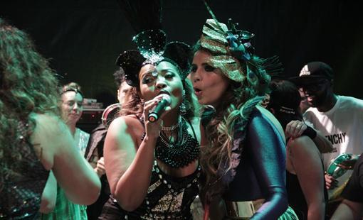 Gaby Amarantos e Lia Sophia. Crédito: Larissa Nunes / Divulgação