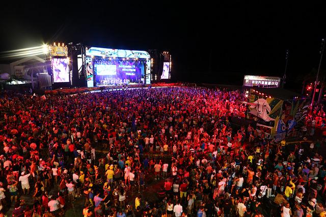 Público encheu o Marco Zero na noite do Sábado de Zé Pereira. Crédito: Peu Ricardo/PCR/Divulgação