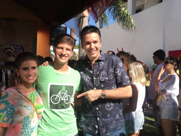 João Campos e Lara Santana apoiando as ciclofaixas de Felipe Carreras/JAMS