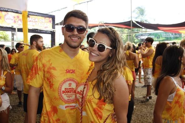 Caio Andrade e Bella Tavares. Crédito: Jonas Liberato / Divulgação