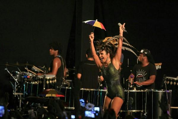 A cantora dançou e cantou frevos Crédito: Luiz Fabiano/Comunnik/Divulgação