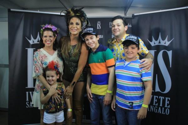 O prefeito Geraldo Júlio, Cristina Mello e os filhos com Ivete Sangalo Crédito: Luiz Fabiano/Comunnik/Divulgação