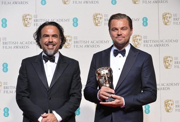Iñárritu e Leonardo DiCaprio levaram prêmios por O Regresso - Crédito: Reprodução/Twitter