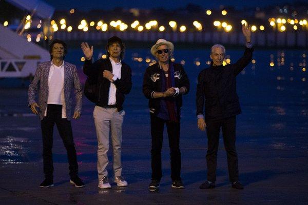 Os integrantes da banda chegaram ao Brasil nesta quarta - Crédito: Reprodução/Twitter