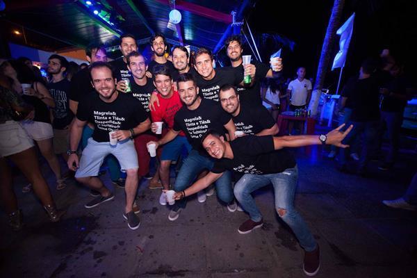 Otávio Barros levou os amigos para fazer a despedida de solteiro - Crédito: Vito Sormany/Divulgação