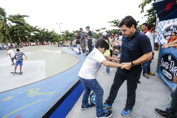 Geraldo Julio levou os filhos para a abertura da pista - Crédito: Andréa Rêgo Barros/PCR/Divulgação