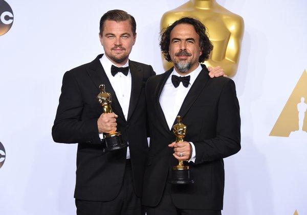 Leonardo DiCaprio e Alejandro Iñárritu levaram Melhor Ator e Diretor por O Regresso - Crédito: Reprodução/Twitter