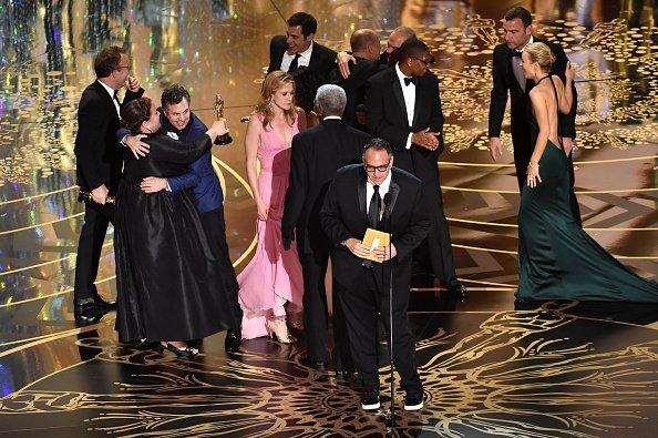 A equipe de Spotlight comemora o prêmio - Crédito: Reprodução/Twitter