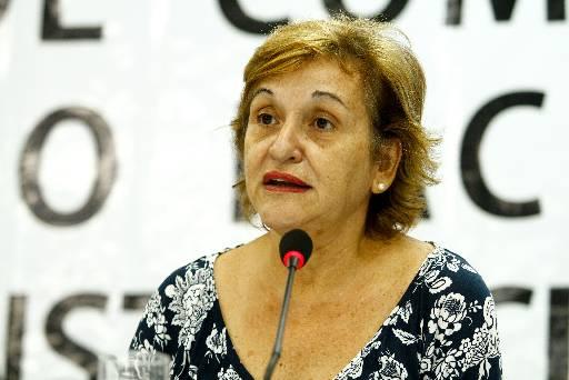 Silvia Cordeiro ministra palestra no auditório do Centro de Artesanato - Crédito: Marcos Pastich/PCR