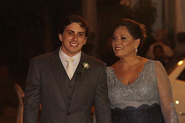 O noivo Daniel Asfora e a mãe Maria Margareth Asfora. Crédito: Roberto Ramos/DP