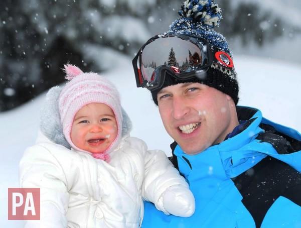 A princesa Charlotte e o pai, príncipe William - Crédito: John Stillwell/Reprodução/Twitter/KensingtonRoyal