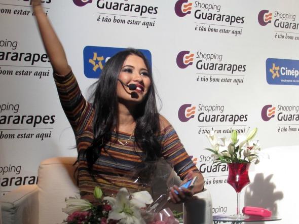 Thaynara Gomes é considerada fenômeno do Snapchat - Crédito: Divulgação/Shopping Guararapes