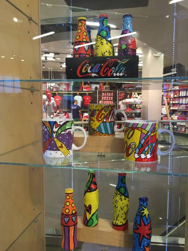 Produtos Coca-Cola criados pelo pernambucano Romero Brito