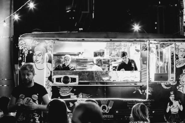 O truck oferece happy hours com DJ - Crédito: Divulgação