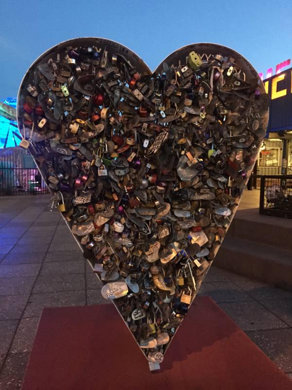 Um coração para namorados colocarem cadeados