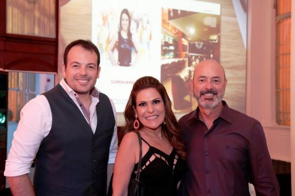 Matheus Corradi, Beth Curra e Sandro Curra - Crédito: Gleyson Ramos/Divulgação