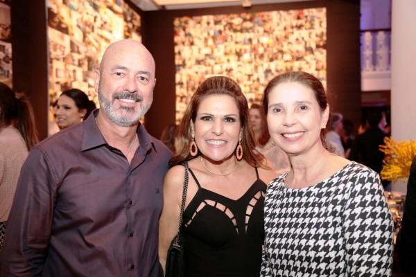 Sandro e Beth Curra e Lourdes Brennand - Crédito: Gleyson Ramos/Divulgação