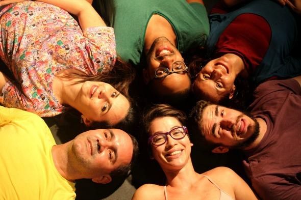 """Elenco da peça """"Vento forte para água e sabão"""". Crédito: Renata Teles/Divulgação"""