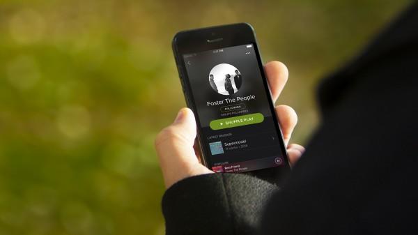 Serviços de streaming como Spotify já superam vendas de CDs - Crédito: Reprodução/Twitter