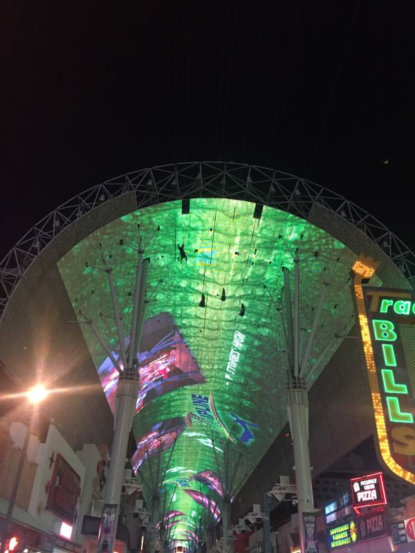 O teto iluminado da Freemont