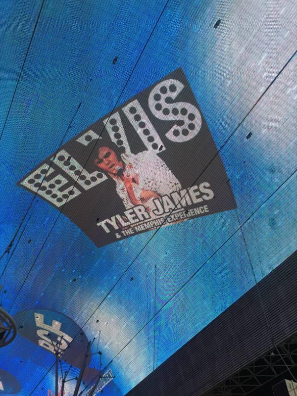 Imagem do teto da Freemont iluminado com led