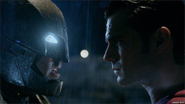Batman vs Superman: A Origem da Justiça foi a melhor estreia de um filme da DC - Crédito: Reprodução/Twitter