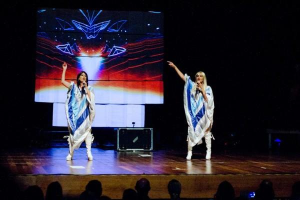 Cena do show em tributo ao ABBA - Crédito: Reprodução/Facebook