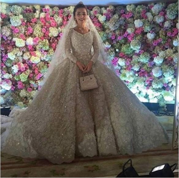O vestido da noiva, assinado pelo estilista Elie Saab, custou R$2 milhões . Crédito: Reprodução/ Instagram