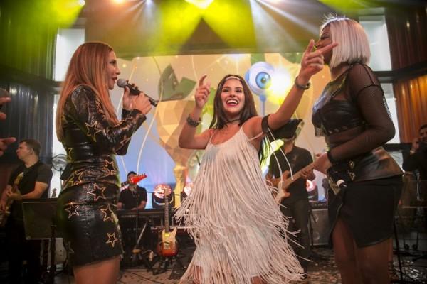 A vencedora Munik com Ivete e Ludmilla - Crédito: Raphael Dias/Gshow/Reprodução
