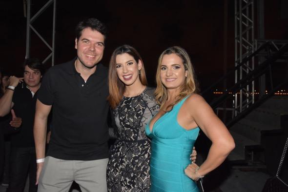Diego Nunes, Camila Coutinho e Ju Cavalcanti. Crédito: Camila Neves / DIvulgação