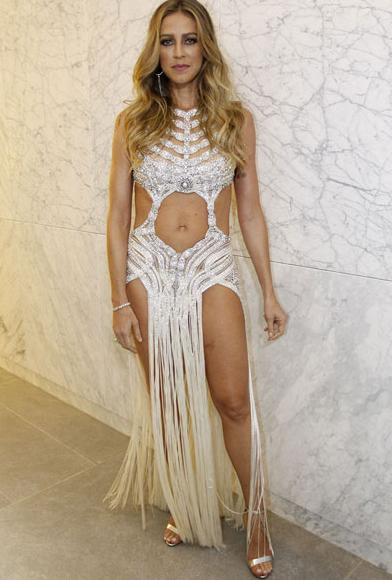 O look que Luana Piovani usou para o lançamento da Playboy na noite dessa terça em São Paulo - Crédito: Playboy/Divulgação