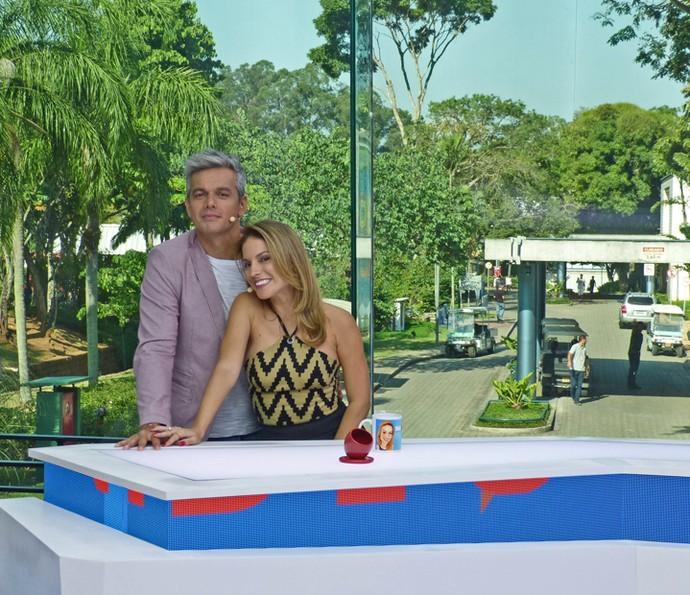 Otaviano e Maira Charken no estúdio de vidro do Video Show - Foto: Brunella Menezes / Gshow)